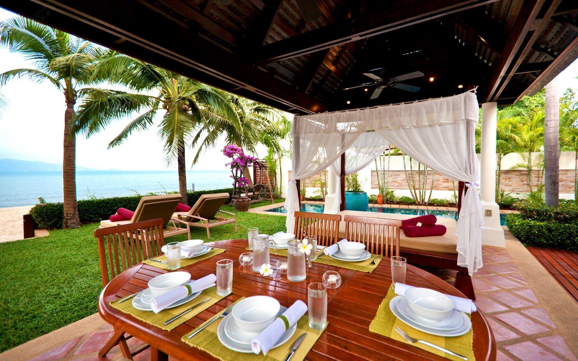 泰国苏梅岛密斯卡湾九重葛别墅户外进餐